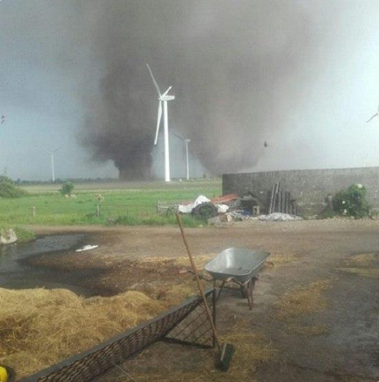 two tornadoes germany, twin tornado germany, 2 Tornados gleichzeitig Schleswig-Holstein, 2 Tornados gleichzeitig Schleswig-Holstein video, two tornadoes Schleswig-Holstein germany june 2016, two tornadoes Schleswig-Holstein germany june 2016 photo, two tornadoes Schleswig-Holstein germany june 2016 video, twin tornado Schleswig-Holstein germany june 2016