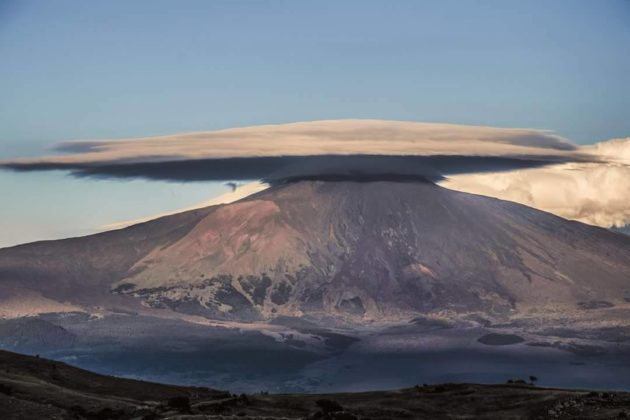 ufo refueling etna, lenticular cloud etna june 2016 pictures, lenticular cloud etna june 2016 video, ufo cloud, ufo cloud etna, lenticular cloud etna june 2016, nubi lenticolari etna foto, nubi lenticolari etna video
