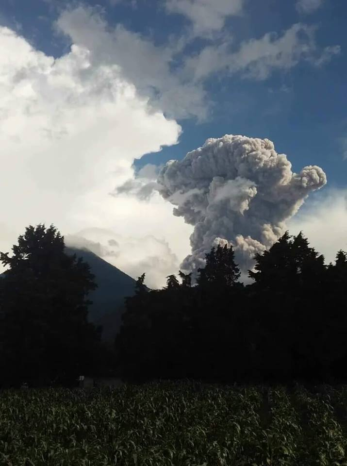 volcano eruption, santa maria santiaguito explosion june 2016, volcano eruption june 2016