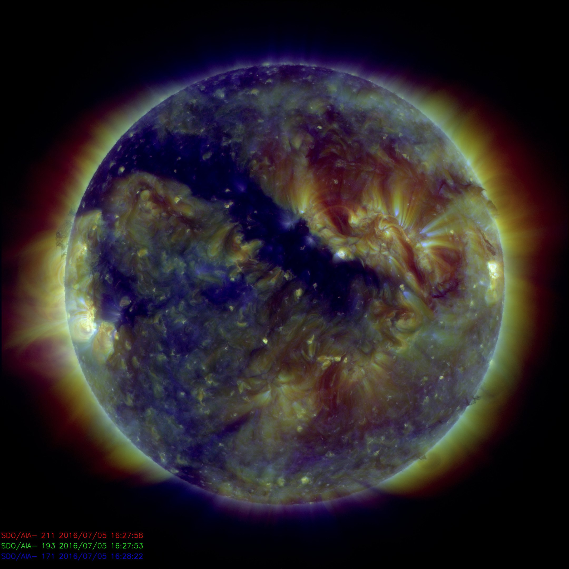 coronal hole sun july 5 2016, coronal hole sun july 2016, magnetic canyon sun july 2016, coronal hole july 5 2016, coronal hole july 5 2016 pictures, coronal hole july 5 2016 video, Gigantic 700,000 km long magnetic canyon opens up on the sun