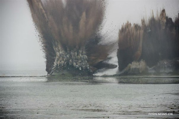 dyke explosion china floods, dyke explosion lakes china floods, china floods july 2016, dam explosion between two lakes china, china destroys dykes between two lake video, dyke explosion video china 2016