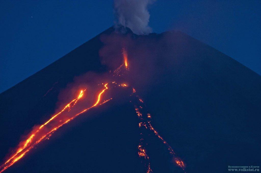 New cone of the Klyuchevskoy volcano, new cinder New cone of the Klyuchevskoy volcano, eruption New cone of the Klyuchevskoy volcano