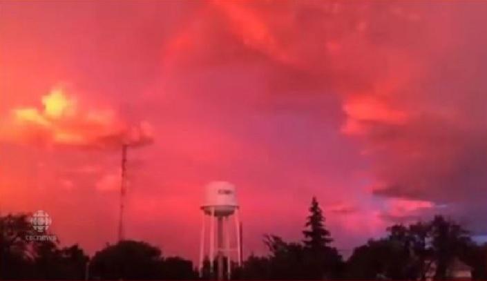 pink sky saskatchewan canada, pink lightningstorm canada, pink storm canada, pink sky canada video, pink sky saskatchewan canada video, pink sky saskatchewan canada pictures, pink sky saskatchewan canada july 2016