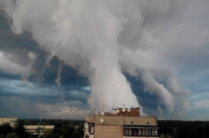 scud cloud, strange cloud, strange scud cloud, mysterious scud cloud, scud cloud ukraine, scud cloud kiev, scud cloud picture, scud cloud video, scud cloud kiev july 2016