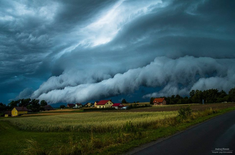 tsunami cloud poland, tsunami cloud poland july 2016, tsunami cloud poland july 2016 picture, tsunami cloud poland july 9 2016 photo, tsunami in the sky poland storm july 2016