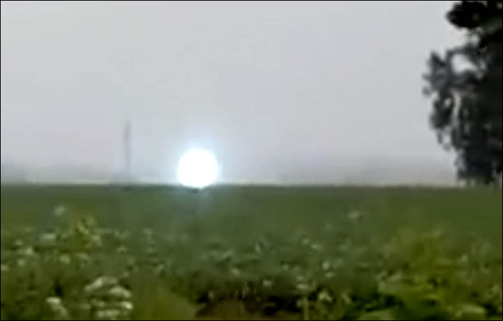 ball lightning, ball lightning video, ball lightning siberia video, ball lightning august 2016 video, fireball lightning, fireball lightning video, fireball lightning russia august 2016