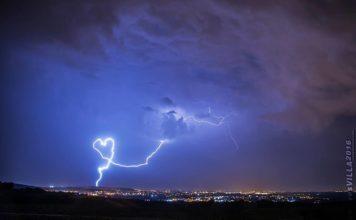 heart-shaped lightning strike, heart-shaped lightning picture, heart-shaped lightning, heart-shaped lightning strike