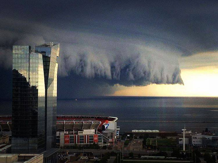 shelf cloud, shelf cloud Cleveland Ohio, shelf cloud Cleveland Ohio pictures, shelf cloud Cleveland Ohio august 112016, shelf cloud Cleveland Ohio august 2016 video, shelf cloud Cleveland Ohio video and pictures