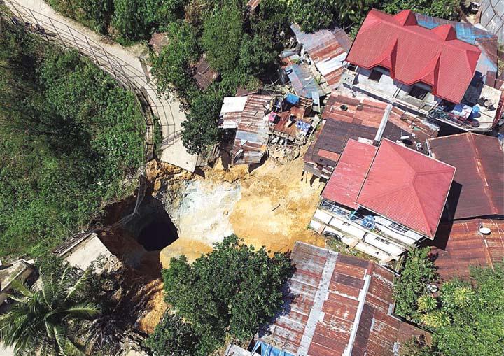 sinkhole, sinkhole philippines, sinkhole chine, sinkhole australia, sinkhole usa, sinkhole around the world, sinkhole august 2016, sinkhole video august 2016, latest sinkhole