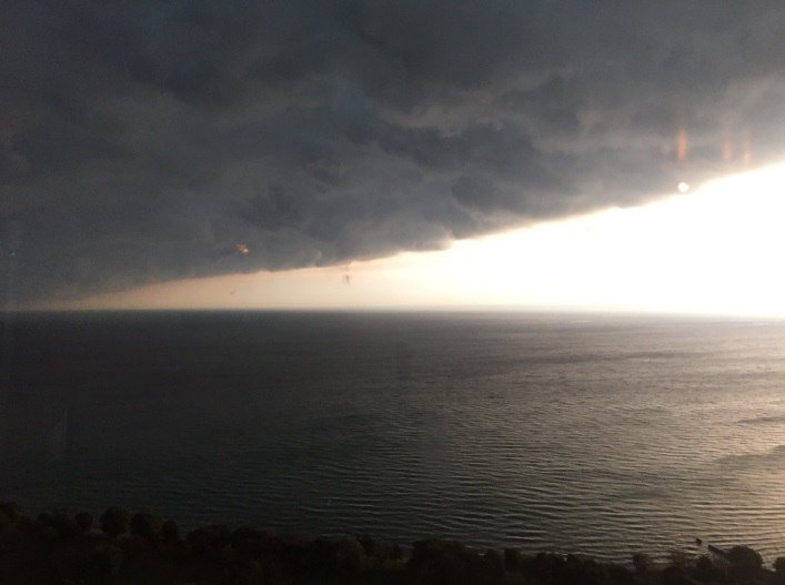 chicago shelf cloud, chicago storm, The sky goes dark as an ominous shelf cloud moves over Chicago, terrifying cloud chicago, scary shelf cloud chicago