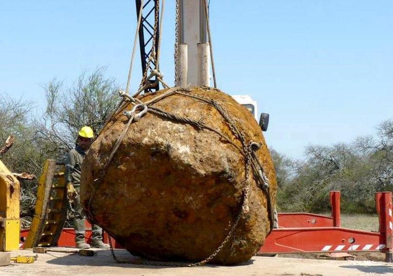 giant meteorite argentina,Gancedo meteorite, giant 30 tons meteorite argentina, new giant meteorite discovered in Argentina, argentina giant meteorite, Gancedo meteorite argentina, Gancedo meteorite argentina video, Gancedo meteorite pictures