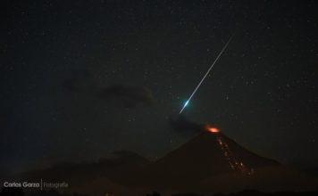 mysterious light colima volcano eruption, mysterious light colima volcano eruption video, mysterious light colima volcano eruption october 2016 video