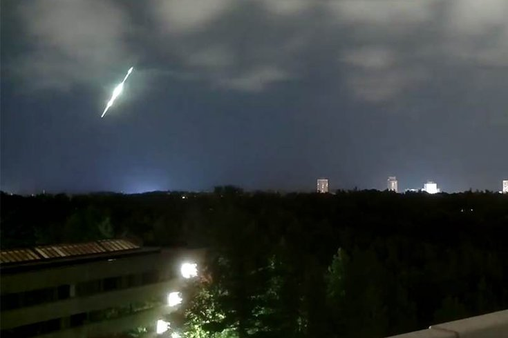 toronto fireball, new york fireball, ontario fireball, loud boom, toronto canada fireball october 2016, toronto canada fireball october 2016 picture, toronto canada fireball october 2016 video