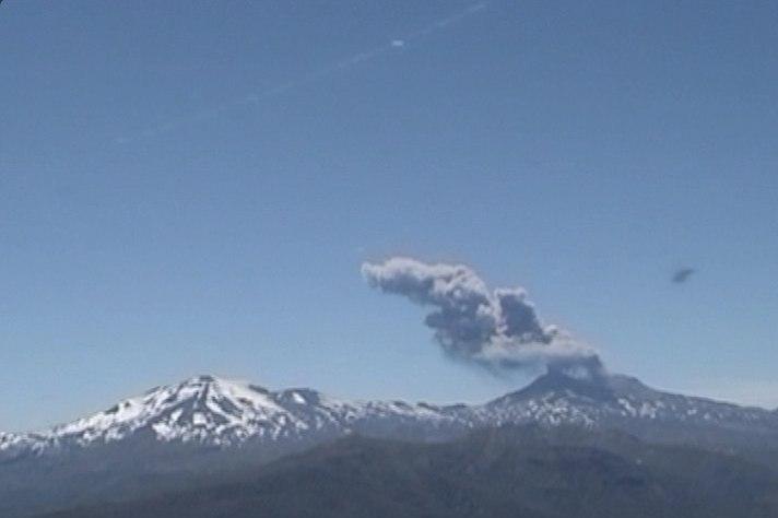 2 volcanoes erupt simultaneously in Chile, nevados de chillan, copahue, volcano eruption chile, 2 volcanic eruptions chile, chile volcanic explosions nevados de chillan copahue, chile volcano activity