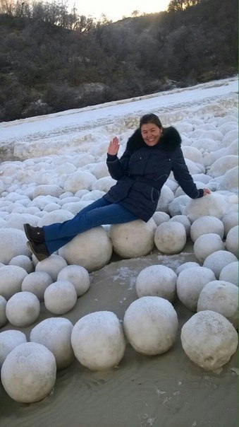 boules de glace, boules de glace russie, boules de glace michigan, boules de glace de l'Arctique, d'énormes sphères congelées russie, boules de glace de 2016, des boules de glace novembre 2016
