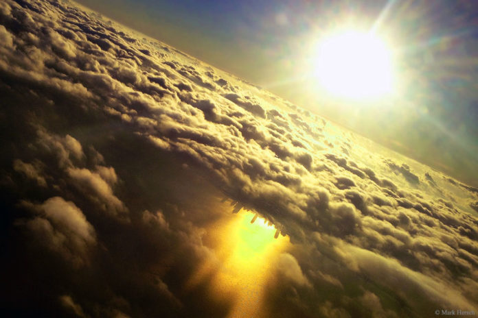 Inverted Chicago beneath clouds, Inverted Chicago clouds, city inverted in clouds, chicago inverted, chicago inverted in cloud, why is chicago inverted beneath cloud, mysterious city appears in cloud over lake michicgan, lake michigan mysterious city clouds