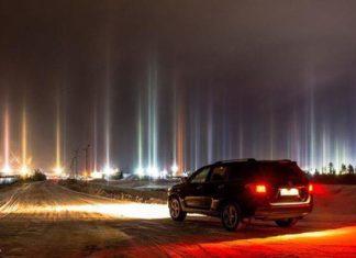 light pillar, light pillar november 2016, light pillars november 2016 picture, russia light pillars nov 2016, mysterious light pillars russia pictures