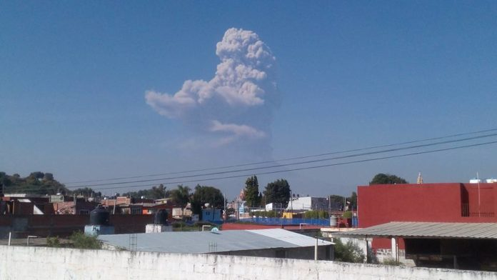 popocatepetl eruption november 25 2016, popocatepetl explosion, popocatepetl eruption, popo erupts again, strong eruption popocatepetl video, strong explosion popocatepetl video november 25 2016