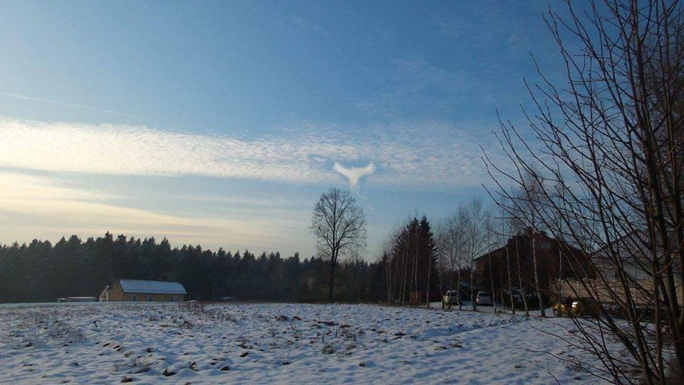 angel cloud poland, strange angel cloud, strange angel cloud poland, strange bird cloud poland, A weird cloud looking like an angel or a bird formed in the sky over Poland on December 18