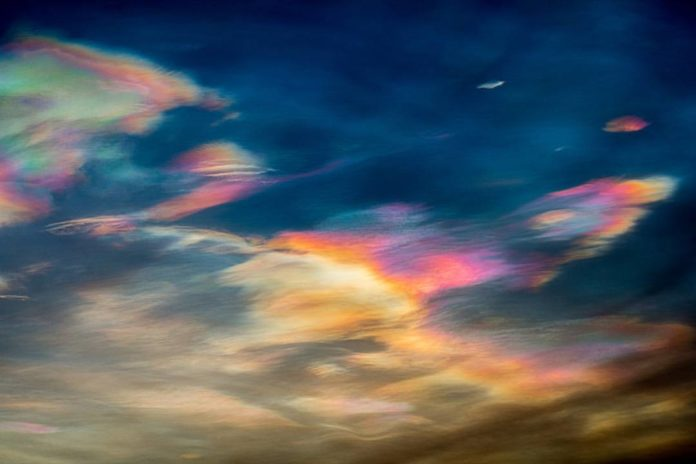 nacreous clouds, polar stratospheric clouds, murmansk nacreous clouds, nacreous clouds december 2016, nacreous clouds december 2016 pictures