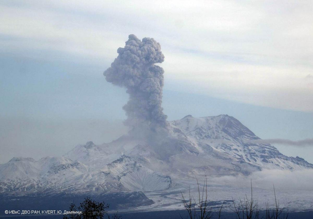 shevelush, shevelush eruption, shevelush explosion alert level raised to red, aviation alert red sheveluch explosion, volcanic eruption, latest volcanic eruption