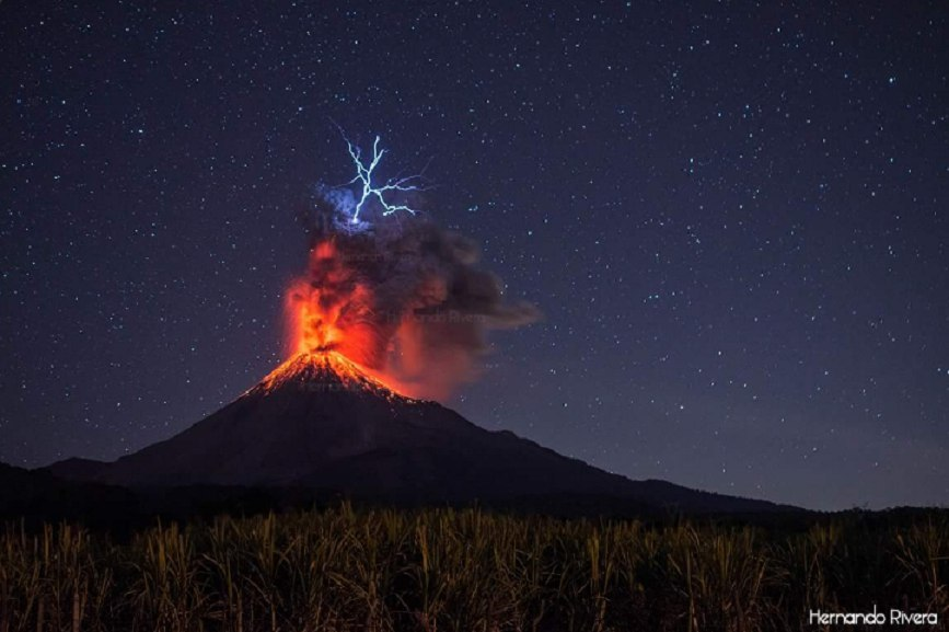 colima, colima eruption, colima eruption lightning, colima eruption lightning pictures, colima eruption lightning january 2017