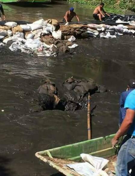 crack drains xochimilco canal mexico city, crack xochimilco canal mexico, crack xochimilco canal mexico pictures, crack xochimilco canal mexico january 2017