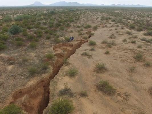 gigante crepa Arizona, terra crepa Arizona, terra fessura Arizona, gigante terra fenditura deserto gennaio 2017 la terra crepa Arizone il video drone