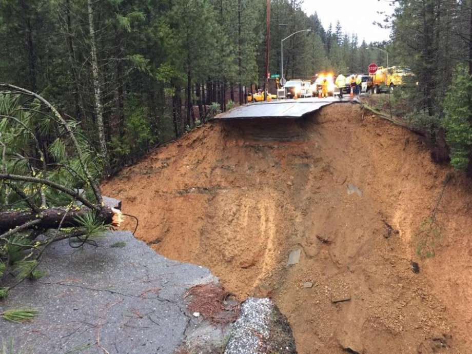 sinkhole california storms, This giant sinkhole cut off Interstate 80 during California storms in january 2017, california storms, california storms january 2017, california storms bring water to california, california flooded, california storm floods
