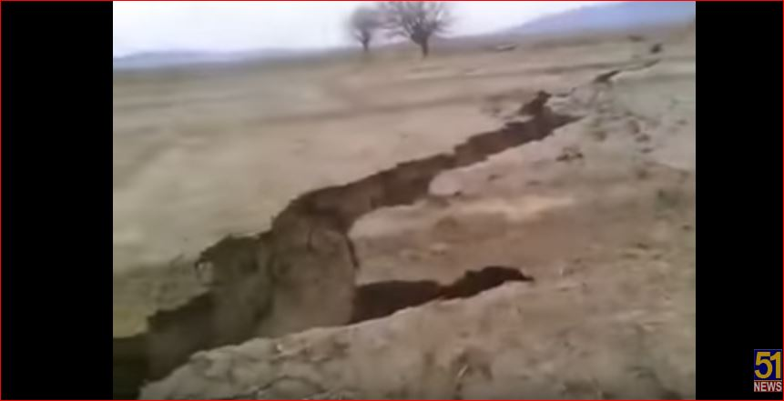 giant crack pakistan, giant crack pakistan video, giant crack pakistan picture, This gigantic earth crack formed in Pakistan in February 2017. giant fissure pakistan february 2017 video picture
