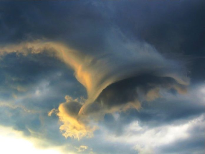 strange cloud, mysterious funnel cloud rio, mysterious funnel cloud rio pictures, mysterious funnel cloud rio brazil, mysterious funnel cloud rio brazil pictures,