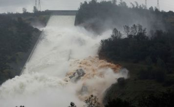 oroville dam overflow, WATER FLOWS OVER EMERGENCY SPILLWAY AT OROVILLE DAM, oroville dam overflow video, oroville dam overflow february 2017, oroville dam overflow video, oroville dam overflow pictures, Water flows through break in the wall of the Oroville Dam spillway, Thursday, Feb. 9, 2017, in Oroville, Calif.