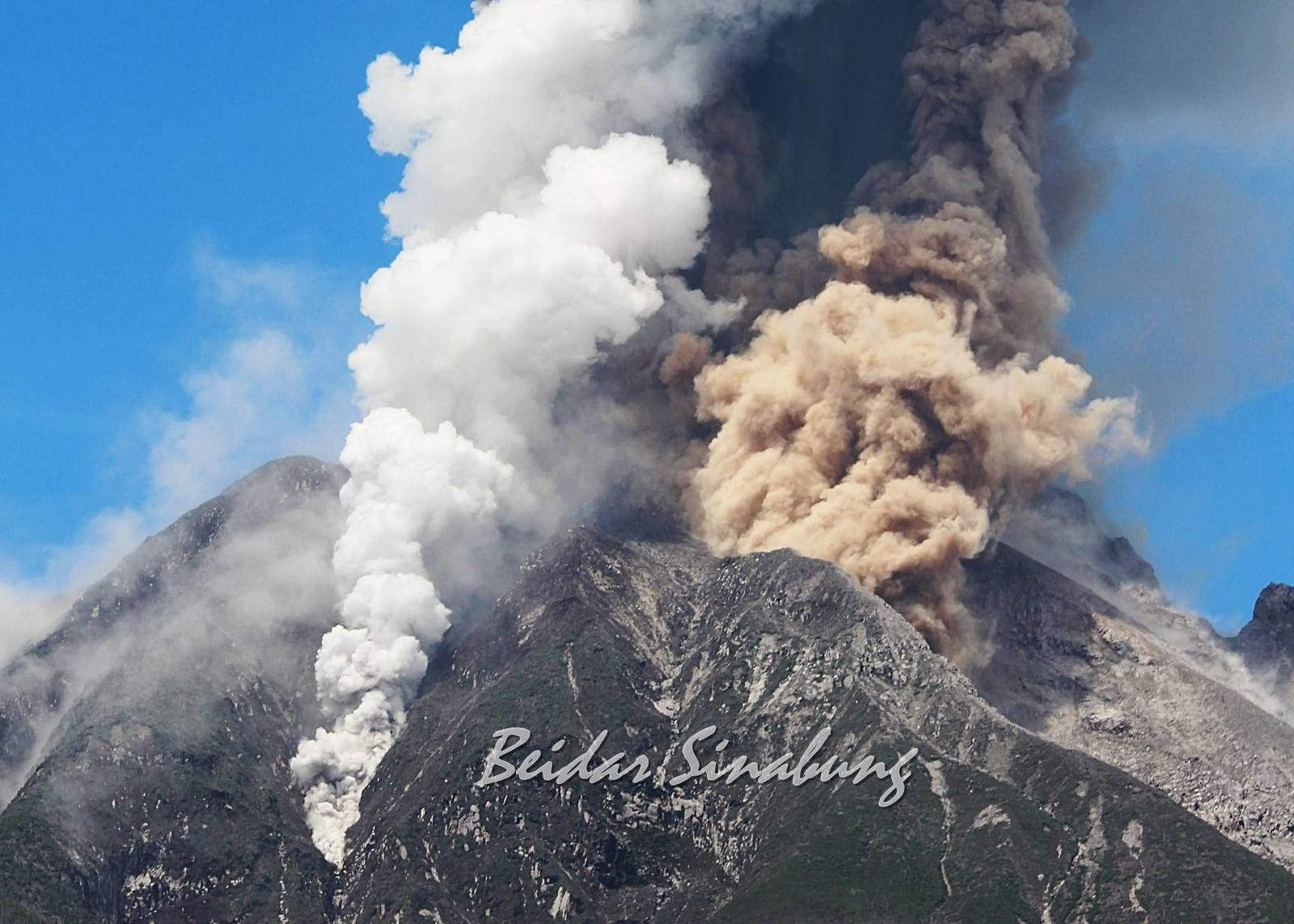 Enhanced volcanic activity and eruption at Sinabung volcano on February 4, 2017