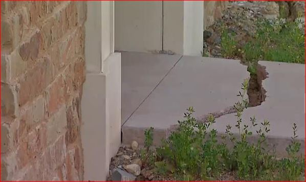 crack, evacuation because cracks california, Del Dios Homes in Newer Development Evacuated After Signs of Earth Moving