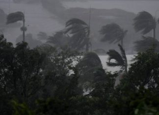 cyclone debbie video, cyclone debbie australia videos, cyclone debbie australia video, cyclone debbie australia march 2017 video, Incredible videos showing the extreme intensity of monster cyclone Debbie as the hurricane hits Queensland, Australia in March 2017