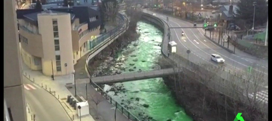 spanish river green overnight, green water spain march 2017, spanish river turns green overnight