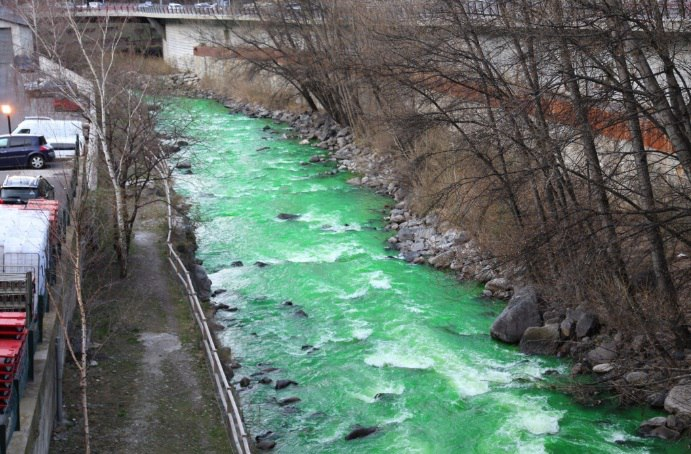 spanish river green overnight, green water spain march 2017, spanish river turns green overnight