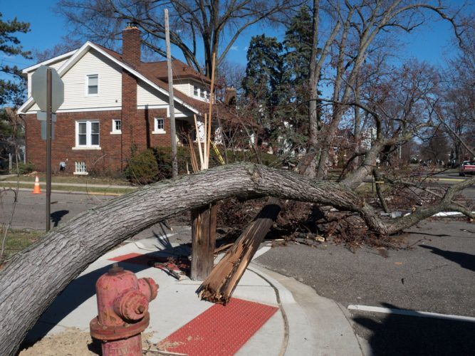 Windstorm cuts power to more than 1 million in Michigan, millions without power in michigan, 1 million residents without power in michigan