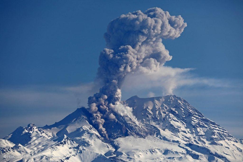 eruption shivelush volcano mai 2017