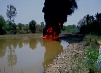 lake fire india, lake on fire india video, lake on fire india may 2017 video, lake on fire hassan india, india lake on ire