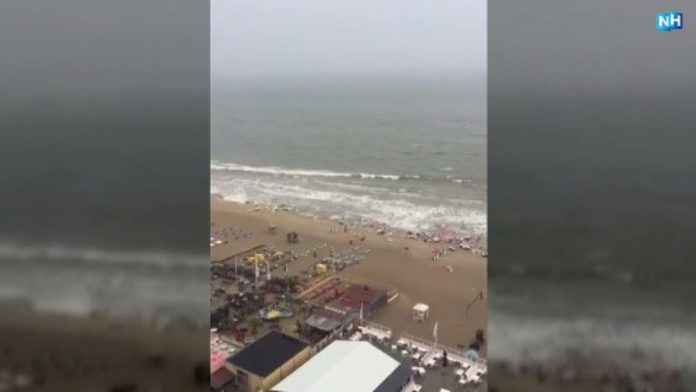 mini tsunami zandvoort, mini tsunami zandvoort video, mini tsunami zandvoort netherlands, A mini tsunami swallowed up the beach of Zandvoort, Netherlands on May 29 2017