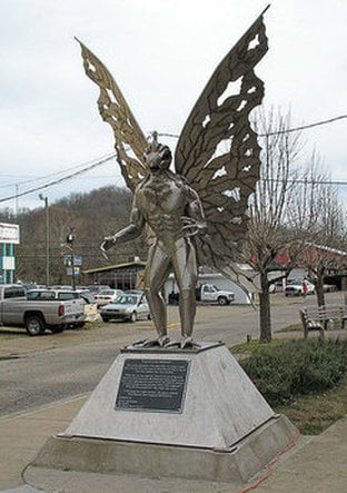mothman chicago, mothman chicago 2017, mothman reports chicago, mothman seen in chicago, chicago mothman reports 2017, Mothman statue in Point Pleasant, West Virginia