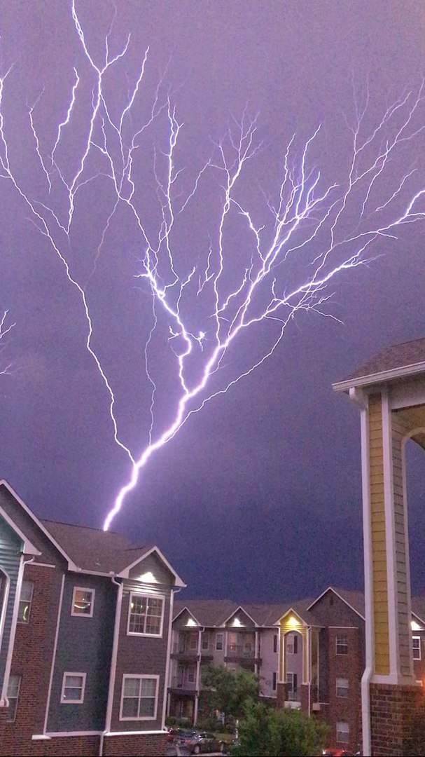 Lightning rising from ground to sky of Oklahoma City on May 18 2017, oklahoma city lightning oklahoma city lightning video, oklahoma city lightning pictures