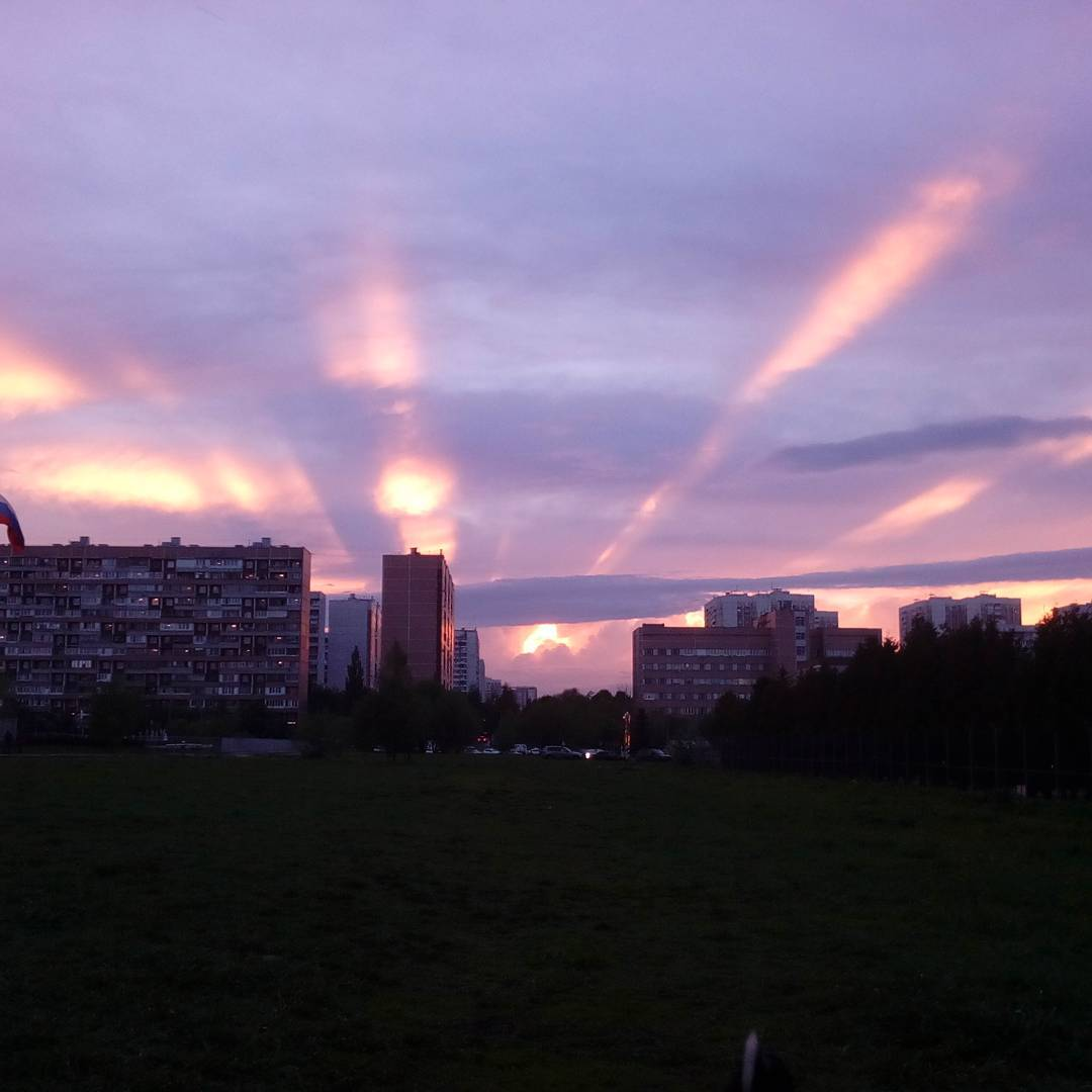 Crepuscular rays at sunset in Moscow's sky on Ascension Day, Crepuscular rays at sunset in Moscow's sky on Ascension Day pictures, Crepuscular rays at sunset in Moscow's sky on Ascension Day video, Crepuscular rays at sunset in Moscow's sky on Ascension Day may 25 2017