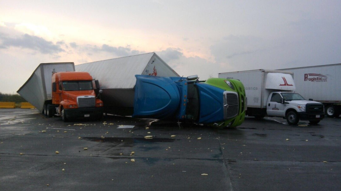 tornado Nuevo Laredo, Border between USA and Mexico closed after tornado destroys custom facilities in Nuevo Laredo (Mexico)