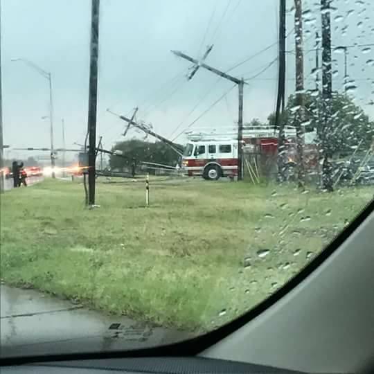 tornado Nuevo Laredo, Border between USA and Mexico closed after tornado destroys custom facilities in Nuevo Laredo (Mexico)