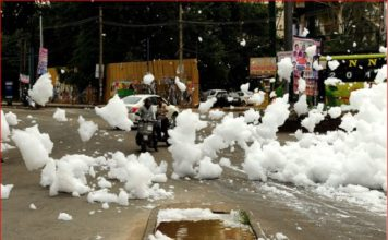 toxic foam varthur lake bengaluru, toxic foam varthur lake bengaluru video, varthur lake foaming again, Toxic foam looking like chemical snowfall engulfed Varthur Lake in Bengaluru on May 28 2017, Toxic foam looking like chemical snowfall engulfed Varthur Lake in Bengaluru on May 28 2017 video, Toxic foam looking like chemical snowfall engulfed Varthur Lake in Bengaluru on May 28 2017 pictures