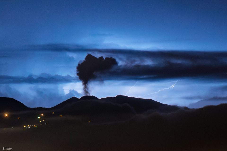 volcano eruption, may 2017 volcanic eruption, latest volcanic eruptions, Lahars are reported flowing down the Fuego and Santiaguito volcanoes in Guatemala,