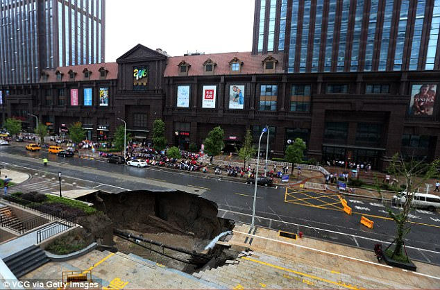 giant sinkhole swallowed up a tree and a van in Nantong, giant sinkhole swallowed up a tree and a van in Nantong, giant sinkhole swallowed up a tree and a van in Nantong video, giant sinkhole swallowed up a tree and a van in Nantong june 2017 video, giant sinkhole china, giant sinkhole china video