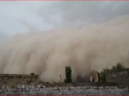 sandstorm pakistan, sandstorm pakistan video, sandstorm pakistan punjab video, khofnaq toofan in bhakkar خوفناک طوفان کی تباہ کاریاں